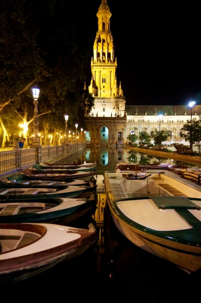 Plaza de España at night